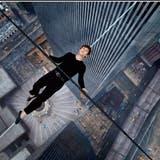 Filme über 9/11 sind ein Hochseilakt. Wie «The Walk» (2015), der die Geschichte eines französischen Seiltänzers Philippe Petit erzählt, der sein Seil 1974 zwischen den Twin Towers spannte. Damals war das World Trade Center noch im Bau. (Bild: Alarmy)