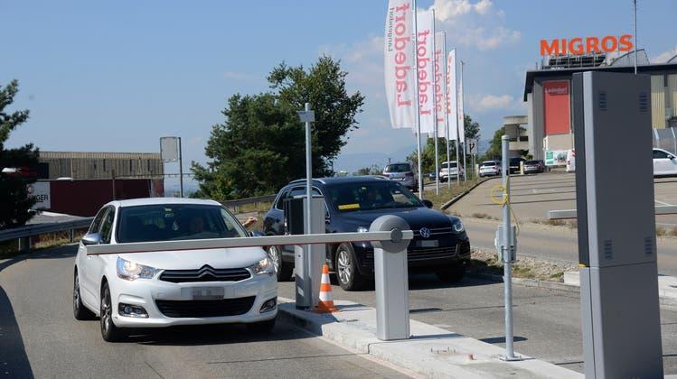 Seit Anfang September sind die Barrieren bei der Migros Langendorf im Einsatz. (Hansjörg Sahli)