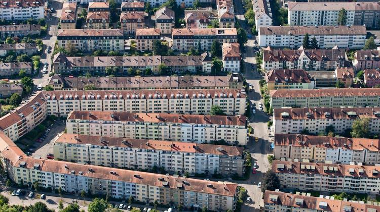 Geht es nach der SVP, leidet die Schweiz an den «desolaten Verhältnissen» in den Städten (hier Bern). (Keystone)