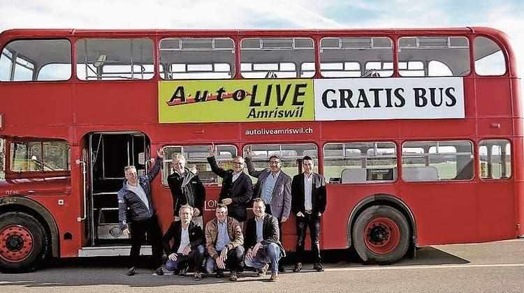 Im alten London-Bus zum Neuwagen