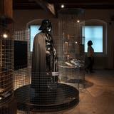 Darth VaderstattZeughausjoggeli: In der Sonderausstellung «Props» dreht sich alles um Waffen und Rüstungen in fantastischen Filmen. (Hanspeter Bärtschi / SZ)
