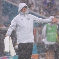 Deutschland blieb nicht im Regen stehen – Portugal und Frankreich spielen unentschieden – Spanien zerlegt Slowakei mit 5:0 – Schweden gewinnt gegen Polen dank Last-Minute-Winner